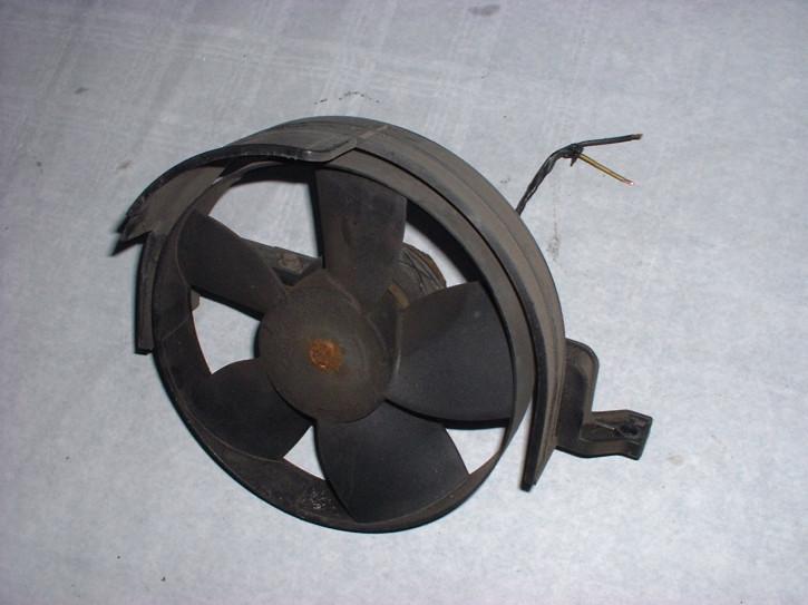 Lüftermotor im Motorraum