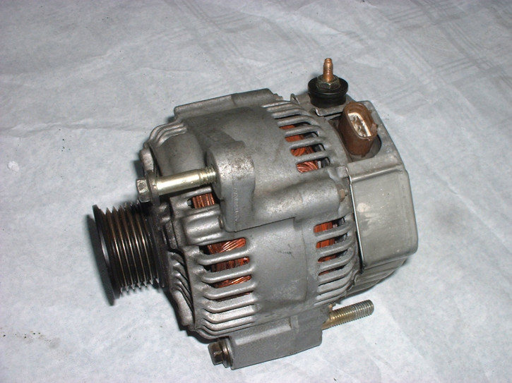 Lichtmaschine V6